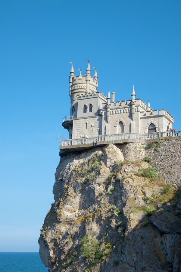 Uma ideia do ` do ninho do ` s da andorinha do ` do castelo, tarde ensolarada de junho fotografia de stock royalty free