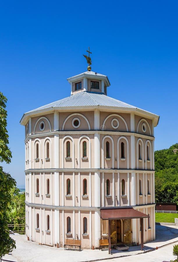 Uma igreja ortodoxa Monastério da suposição-Athos Montagem Beshtau, Stavropol Krai/ fotos de stock royalty free