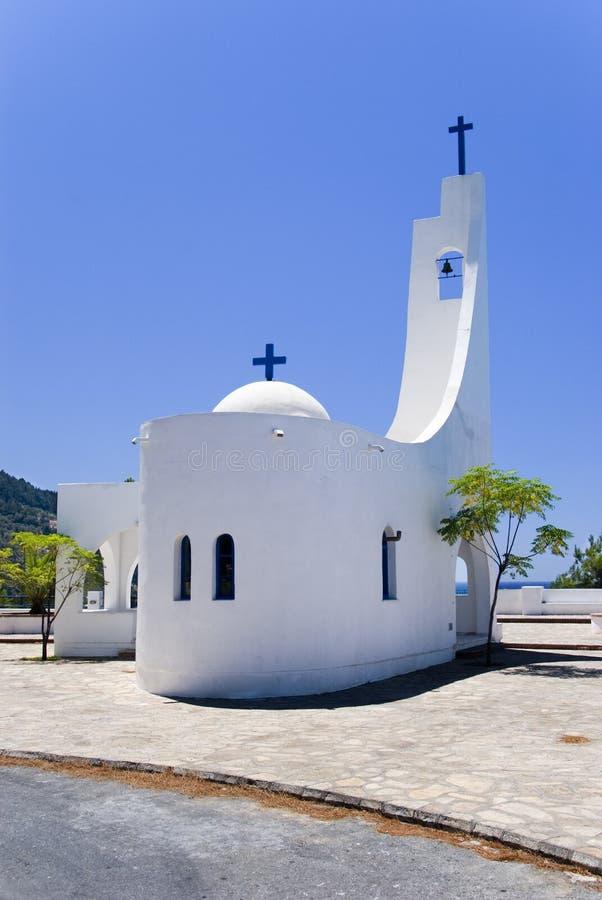 Uma igreja pequena em Greece foto de stock