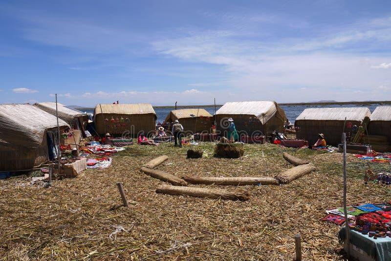 Uma ilha de flutuação no Peru de Titicaca do lago foto de stock royalty free