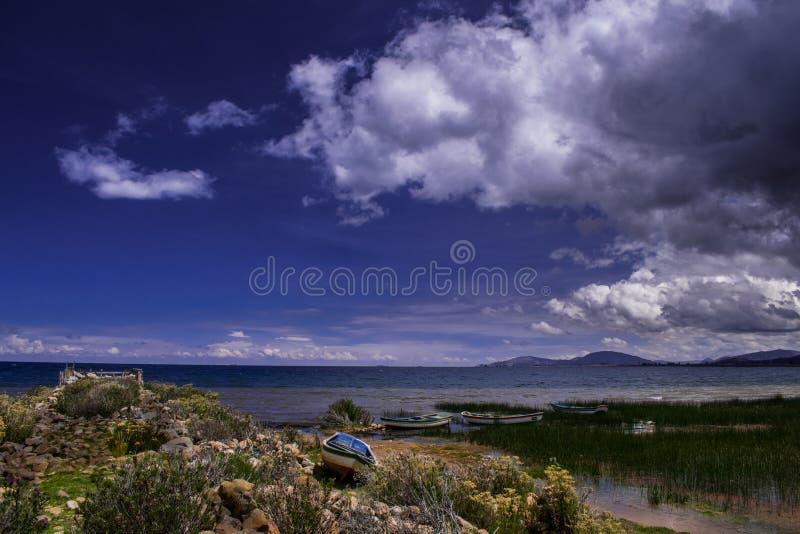 Uma imagem agradável de um lago andino Mistic foto de stock royalty free