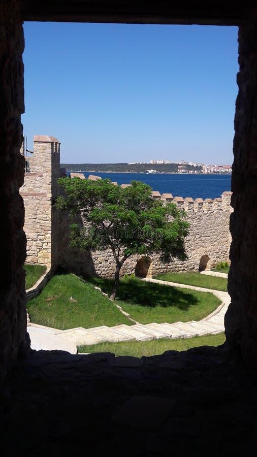 Uma imagem da paisagem sob o castelo fotografia de stock