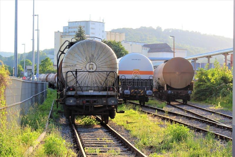 Uma imagem de um trem do tanque, trilho fotos de stock royalty free
