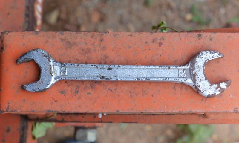 Uma imagem de uma chave oxidada imagens de stock royalty free