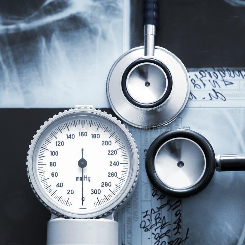 Uma imagem do close-up de artigos médicos em raios X imagens de stock