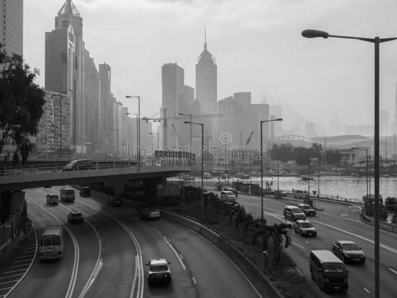 Uma imagem monocromática da skyline de Hong Kong, vista do corredor oriental da ilha imagem de stock royalty free