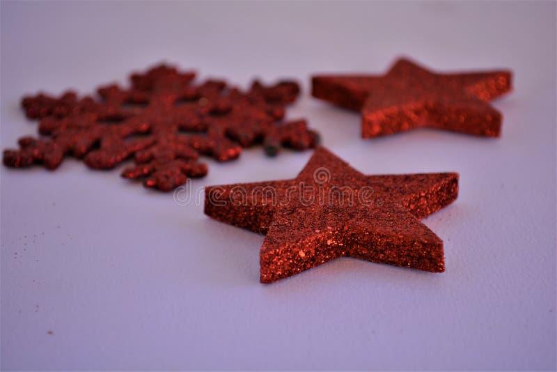 Uma imagem temático do Natal de estrelas sparkly imagens de stock