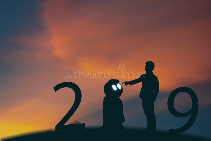 uma inteligência artificial de 2019 anos ou conceito futurista do ai, suporte do homem de negócio da silhueta e mão do ponto coma fotografia de stock