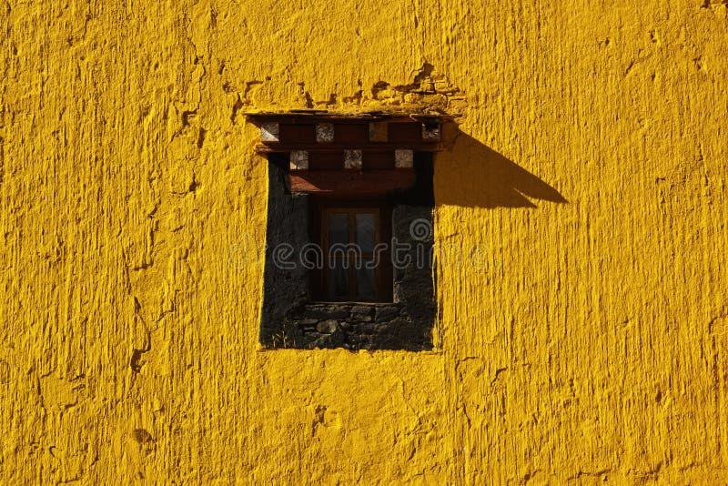 Uma janela em um templo fotografia de stock royalty free