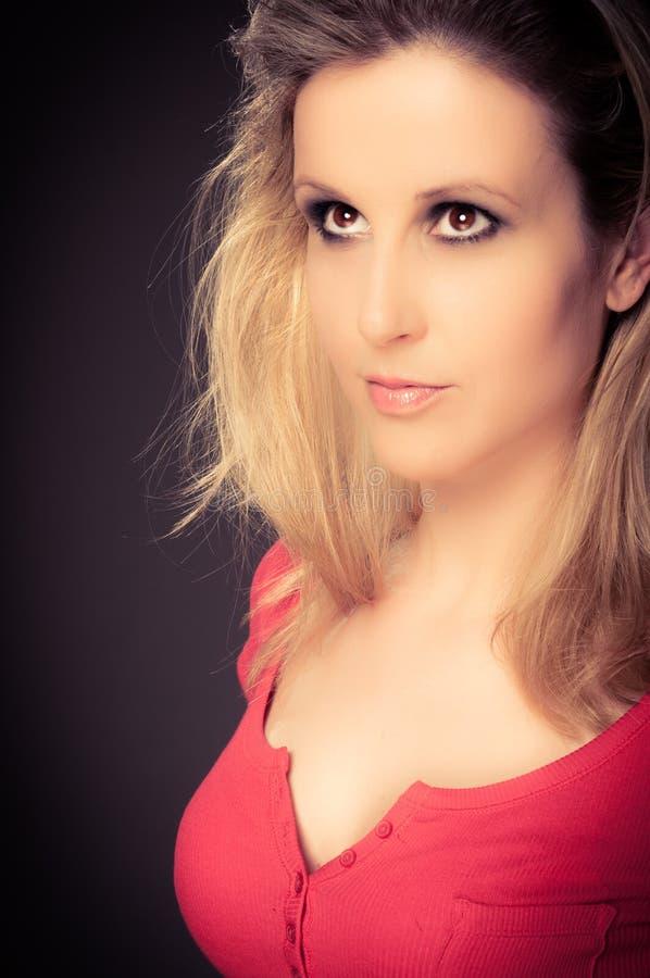 Uma jovem mulher bonita imagens de stock