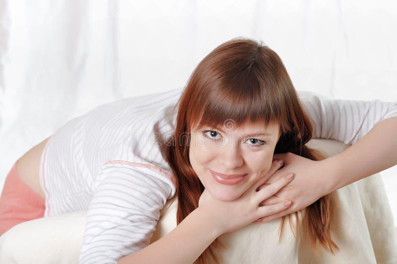 Download Uma Jovem Mulher Encantador Imagem de Stock - Imagem de confortável, menina: 12813427
