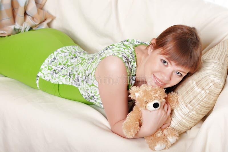 Download Uma Jovem Mulher Encantador Foto de Stock - Imagem de olhar, home: 12813584