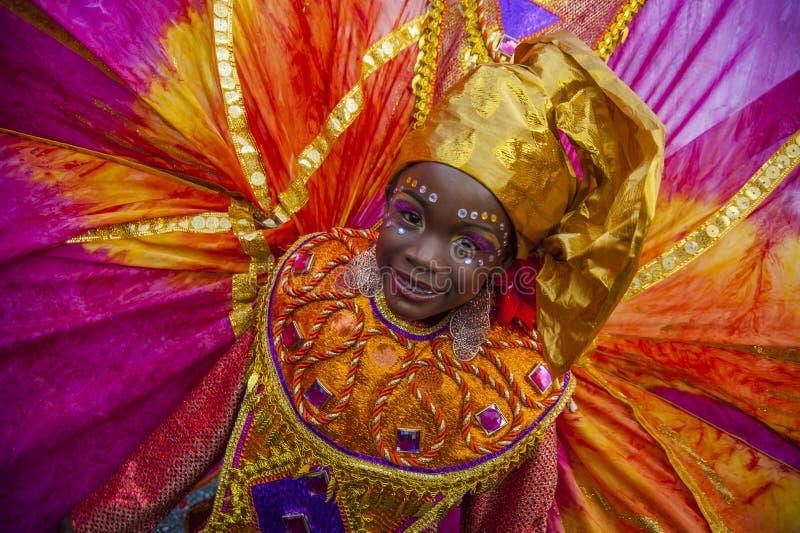 Uma jovem mulher no disfarce de Trinidad Carnival imagem de stock