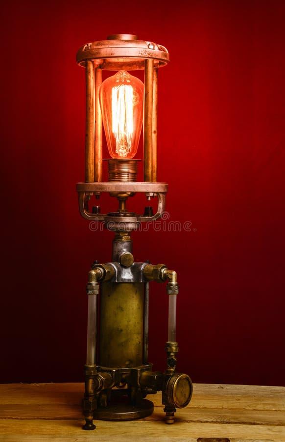 uma lâmpada muito estranha com um bulbo do vintage imagem de stock royalty free