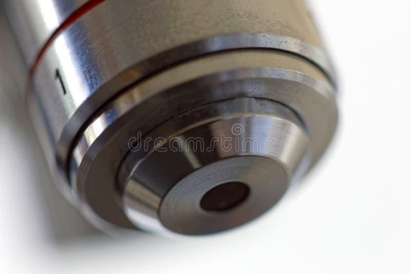 Uma lente do microscópio imagem de stock