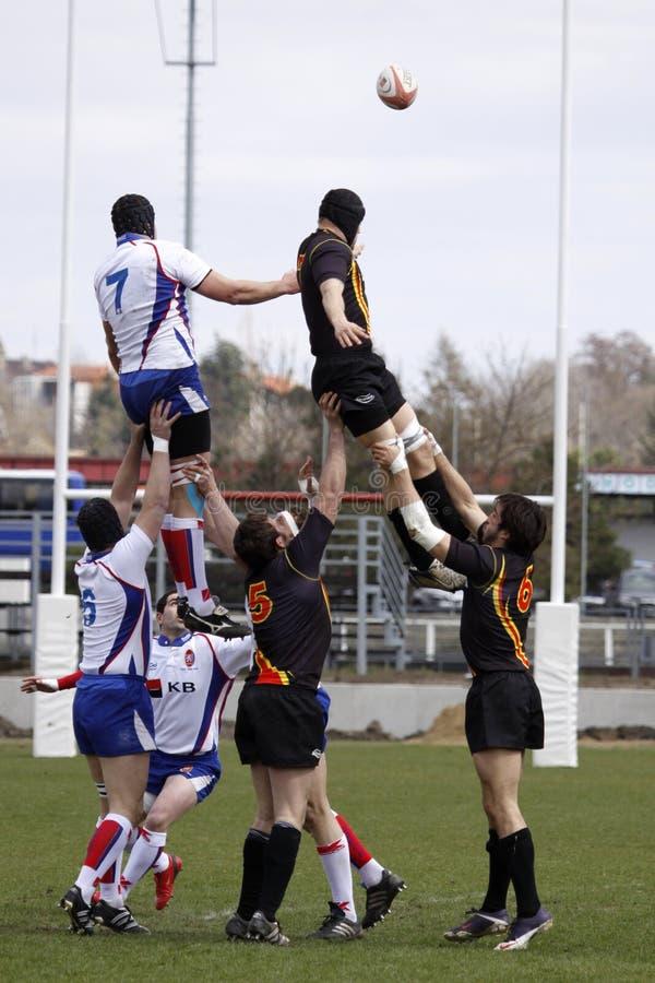 Uma linha-para fora do rugby no representante checo. contra o fósforo de Bélgica fotografia de stock