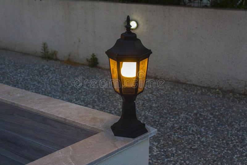 Uma luz dada forma lanterna no passeio foto de stock royalty free
