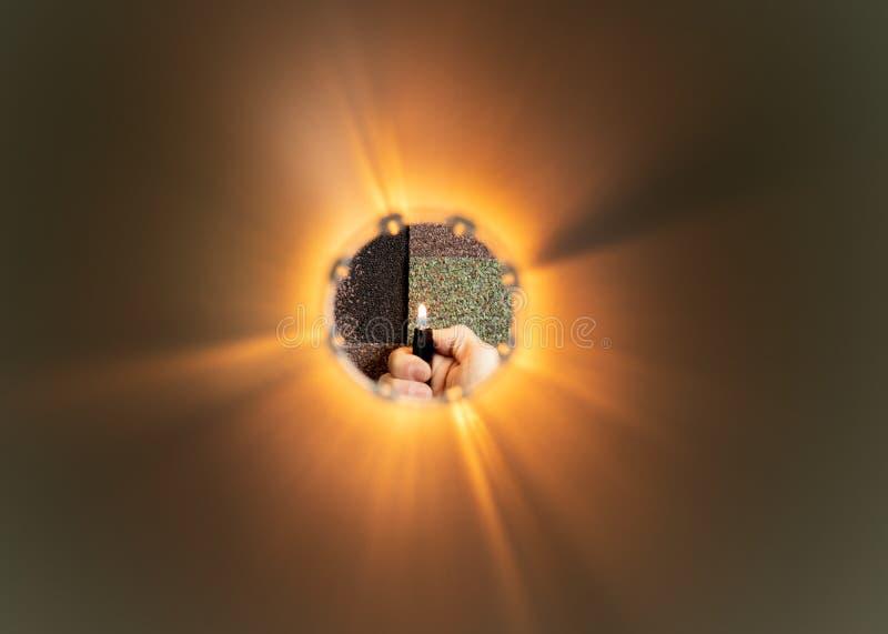 Uma luz na extremidade de um t?nel fotografia de stock royalty free