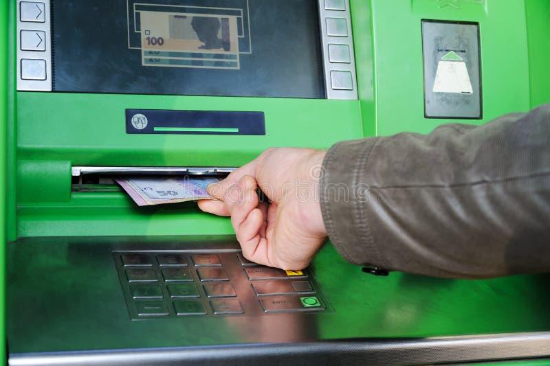Uma mão com dinheiro fotografia de stock
