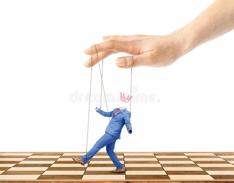Uma mão controla um trabalhador na fotografia de stock royalty free