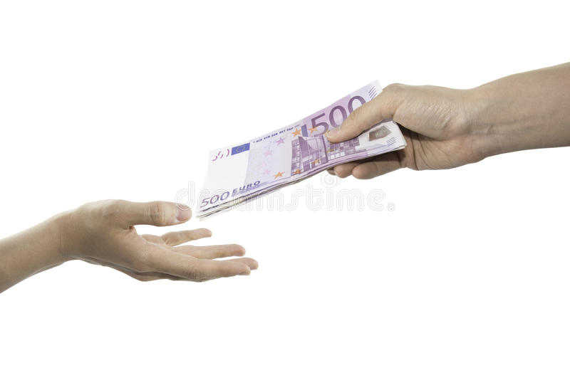 Uma mão que dá cinco cem contas do Euro e a outra recepção imagens de stock