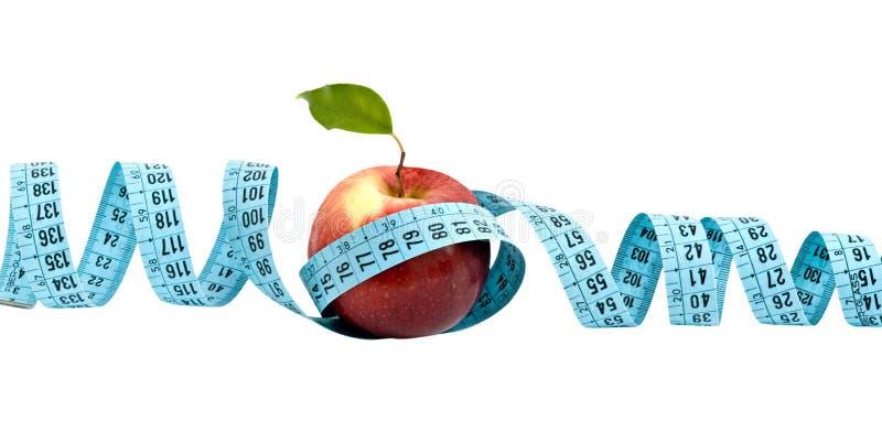 Uma maçã com fita de medição fotografia de stock royalty free
