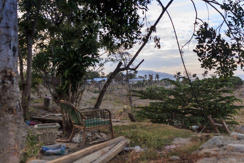 Uma manhã ensolarada no petobo da vila perdeu devido à liquefação fotos de stock