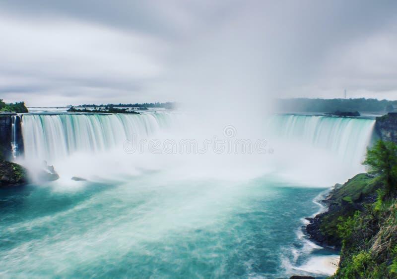 Uma manhã fria em Niagara Falls imagens de stock