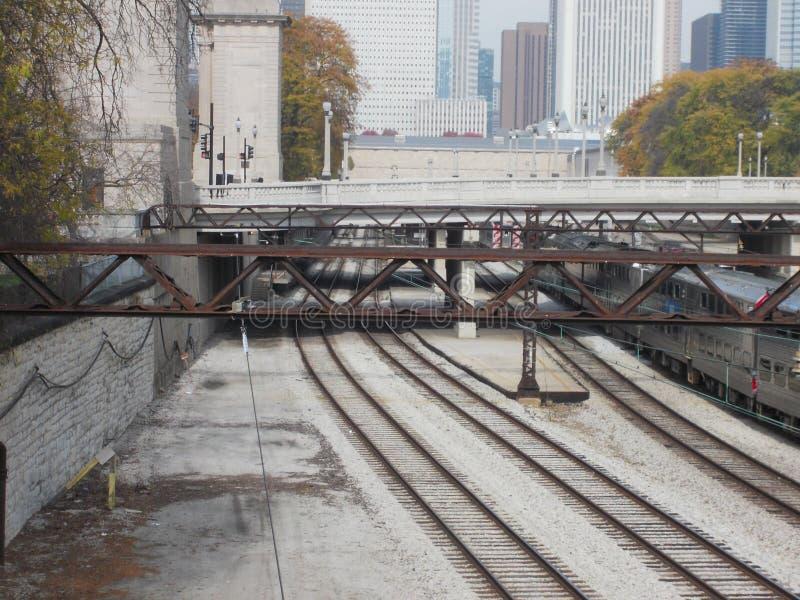 Uma manhã nas trilhas do trem fotos de stock royalty free