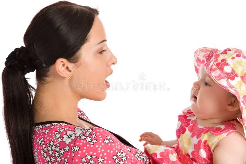 Uma matriz ensina sua filha falar imagem de stock