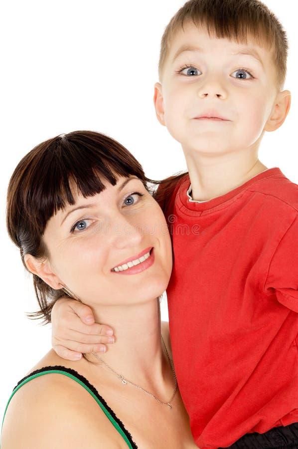 Uma matriz feliz abraça sua criança imagem de stock royalty free