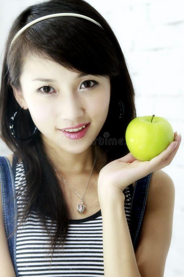 Uma menina asiática bonita. fotografia de stock
