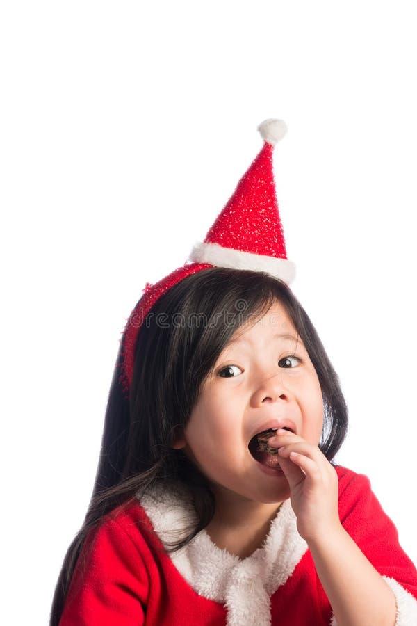 Uma menina asiática bonito pequena no vestido de Santa Cross no isolado b branco fotos de stock