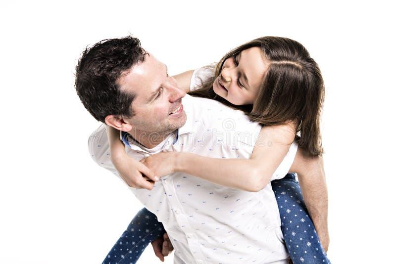 Uma menina com seu pai, isolado no fundo branco fotos de stock royalty free