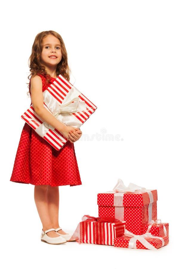 Uma menina e tão muitos presentes de Natal imagem de stock royalty free