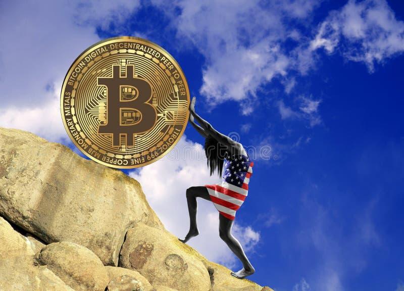 Uma menina envolvida em uma bandeira dos EUA aumenta uma moeda do bitcoin acima do monte ilustração stock
