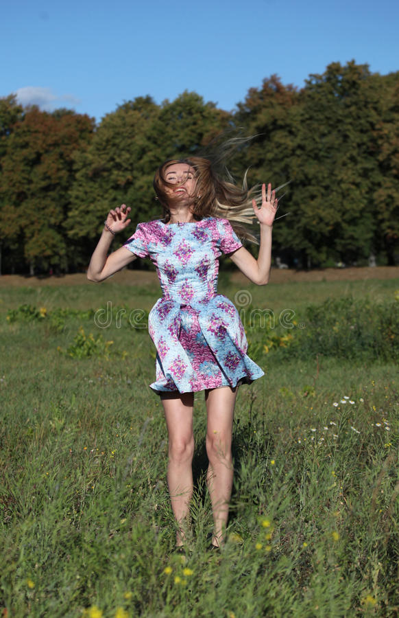 Uma menina nos seus trinta foto de stock royalty free