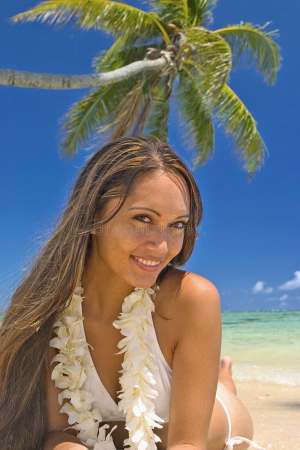 Uma menina polinésia bonita em Havaí imagem de stock