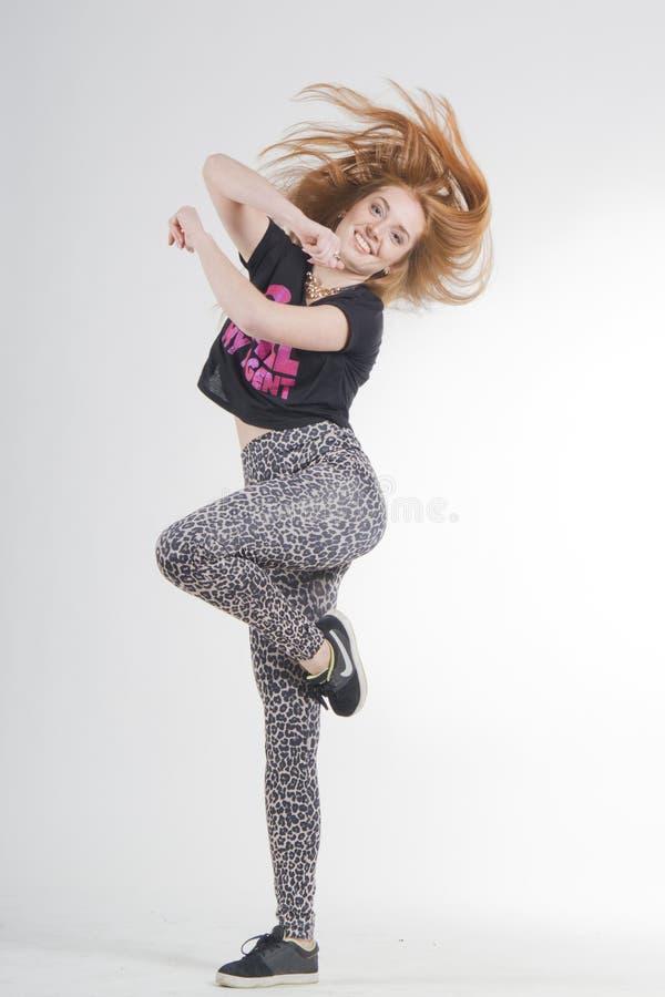Uma menina que perfoming a dança moderna fotos de stock