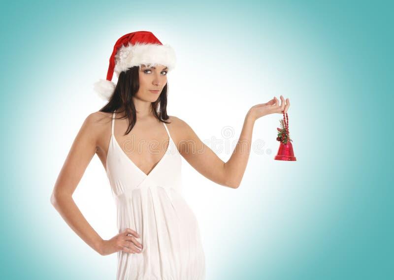 Uma menina triguenha nova e bonito em um chapéu do Natal imagem de stock