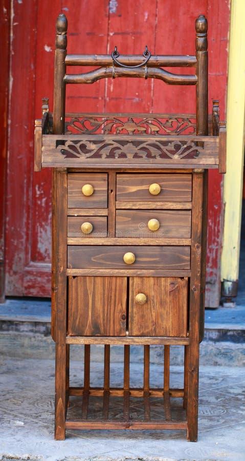 Uma mobília de madeira antiga velha fotos de stock