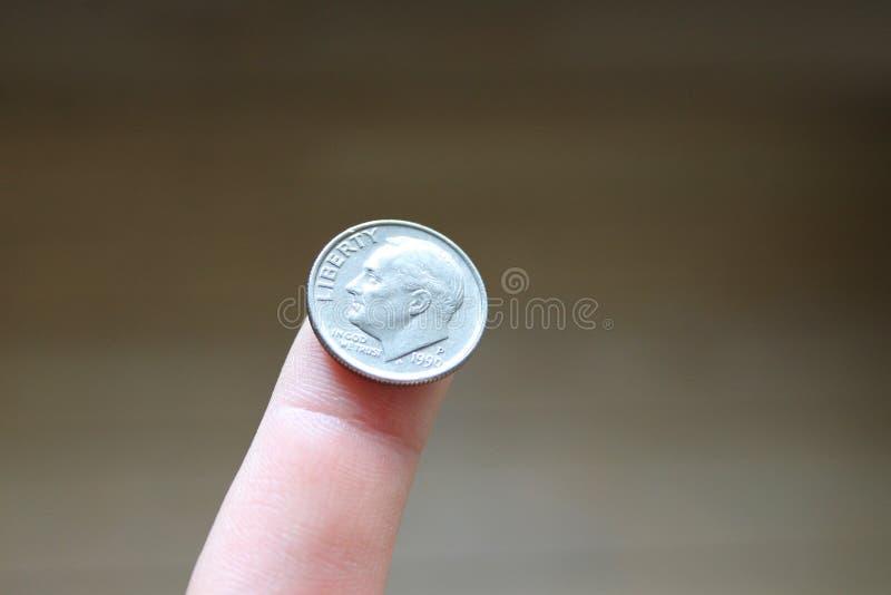 Uma moeda de dez centavos imagens de stock