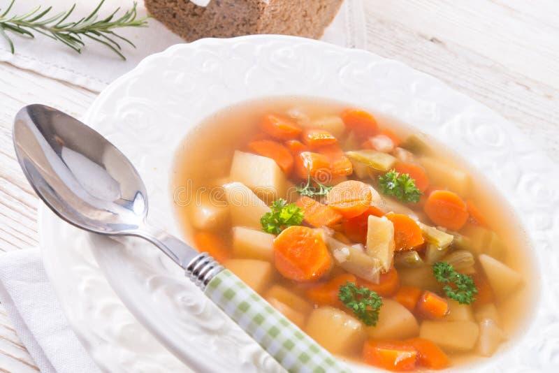 Mola com sopa da cenoura imagens de stock royalty free