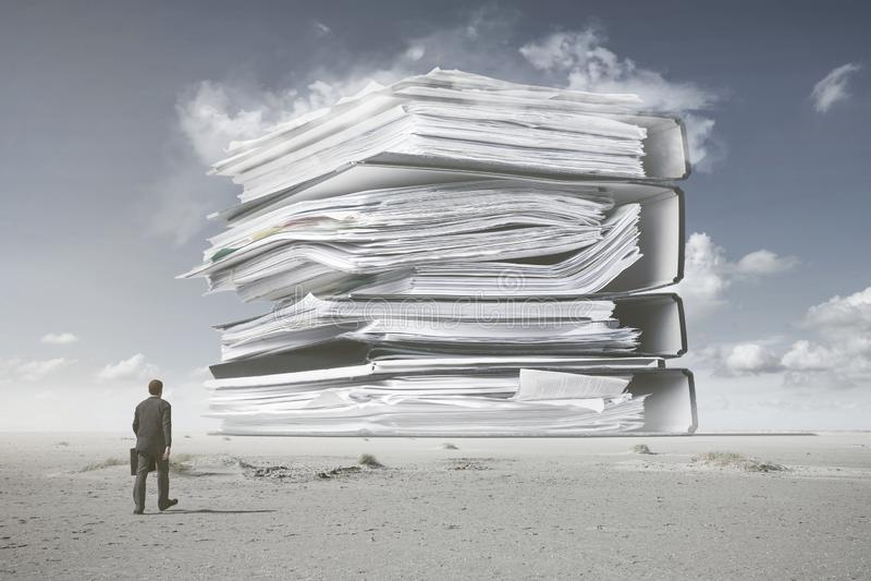 Uma montanha do documento fotografia de stock