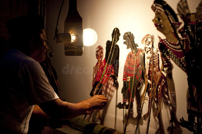 Uma mostra de fantoche malaia tradicional da sombra foto de stock royalty free
