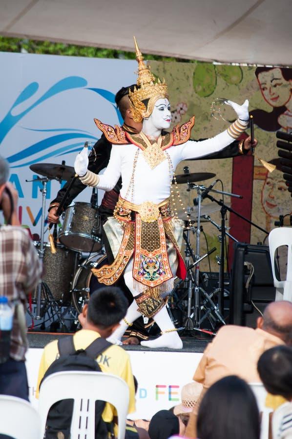Uma mostra de fantoche tailandesa da vida que executa na fase no festival grande de Tailândia, Sydney, Austrália fotografia de stock royalty free