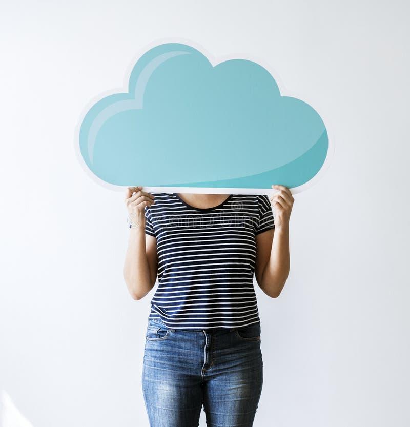 Uma mulher com rede da nuvem imagens de stock