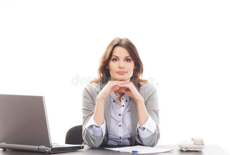 Uma mulher de negócios triguenha nova na roupa formal imagem de stock royalty free
