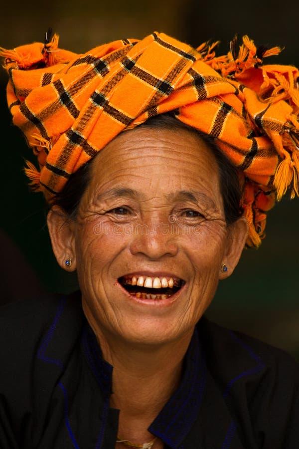 Uma mulher de Pao Tribe do pagode de Shwedagon, Yangon, Myanmar fotos de stock