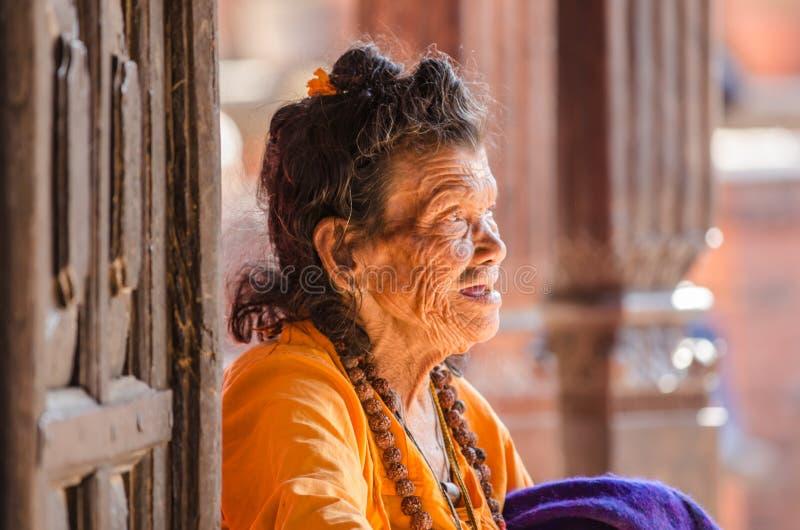 Uma mulher idosa. imagens de stock